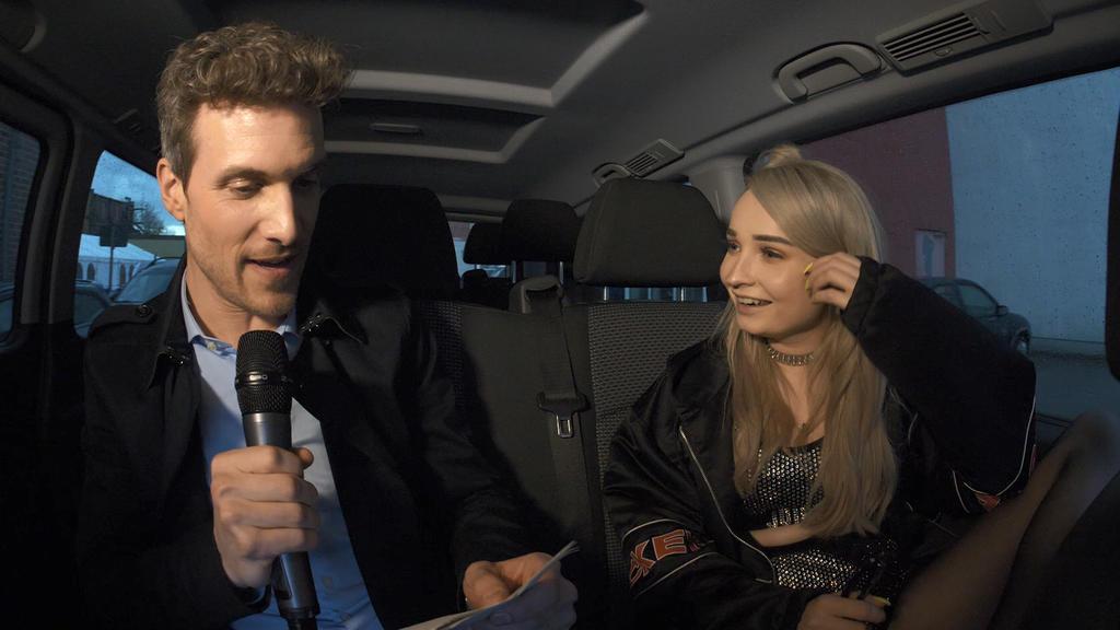 GZSZ: Thaddäus Meilinger führt mit Kim Petras ein Interview.