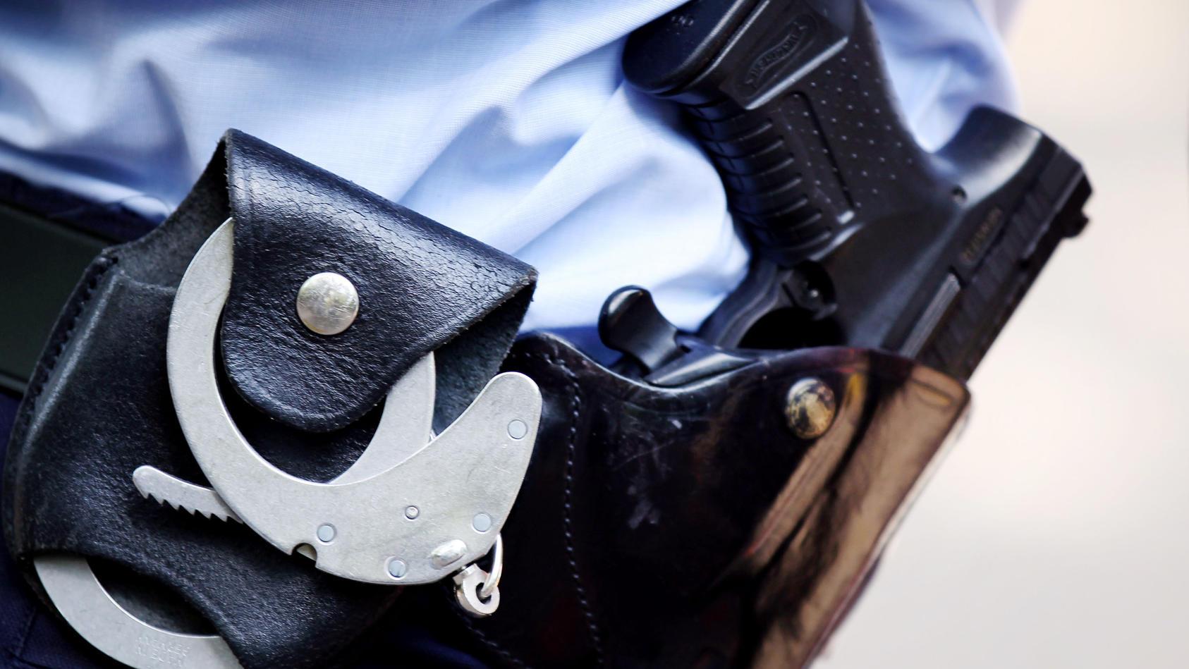 Ein 27-Jähriger Syrer soll im Flüchtlingsheim in Koblenz-Güls einen Polizisten angegriffen haben - der schoss ihn daraufhin nieder. (Symbolbild)