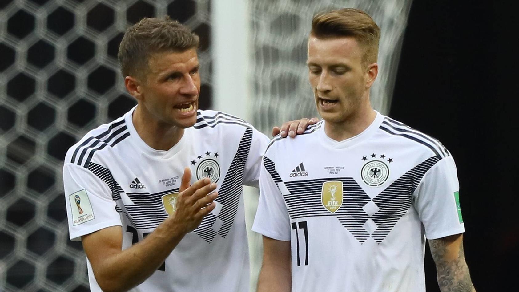 Marco Reus (re.) und Thomas Müller bissen sich an der mexikanischen Defensive die Zähne aus.