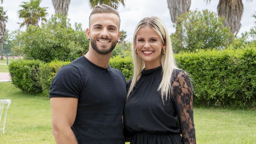"""Das """"Love Island""""-Traumpaar Julian Evangelos und Stephanie Schmitz ist seit 2017 in einer glücklichen Beziehung."""