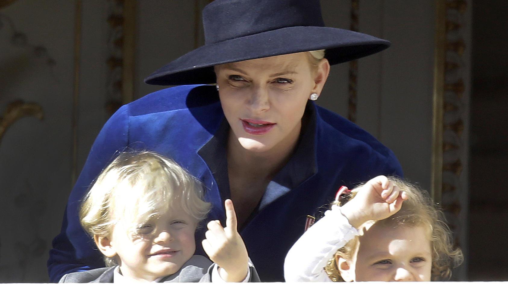 Fürstin Charlène von Monaco: Ihre kleine Tochter Gabriella wäre fast im Pool ums Leben gekommen.