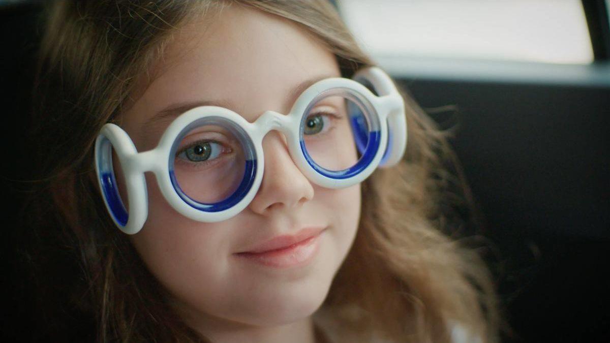 """Die Brille """"Seetroën"""" soll sowohl bei Kindern als auch bei Erwachsenen gegen Reiseübelkeit helfen."""