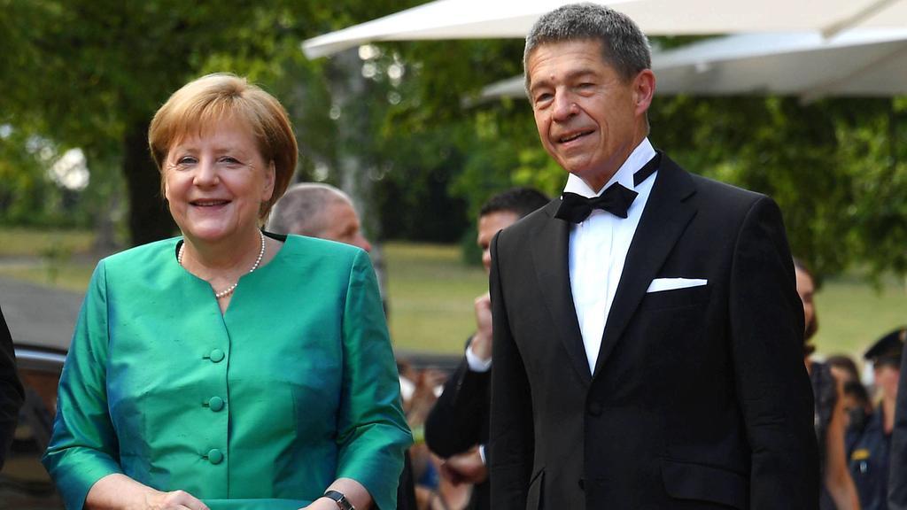 Angela Merkel, die Bundeskanzlerin mit ihrem Ehemann Joachim Sauer bei der Ankunft zur Eroeffnung der Bayreuther Festspiele am 25.07.2018 im Festspielhaus in Bayreuth Bayreuther Wagner Festspiele mit der Lohengrin Premiere, 2018 *** Angela Merkel the