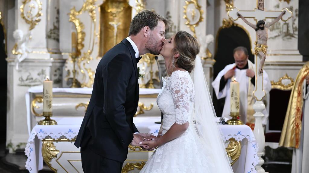 """""""Bauer sucht Frau"""": Der Hochzeitskuss! Anna und Gerald, das Traumpaar der 13. Staffel, hat sich in der Wallfahrtkirche in Zamarte (Polen) das Ja-Wort gegeben."""