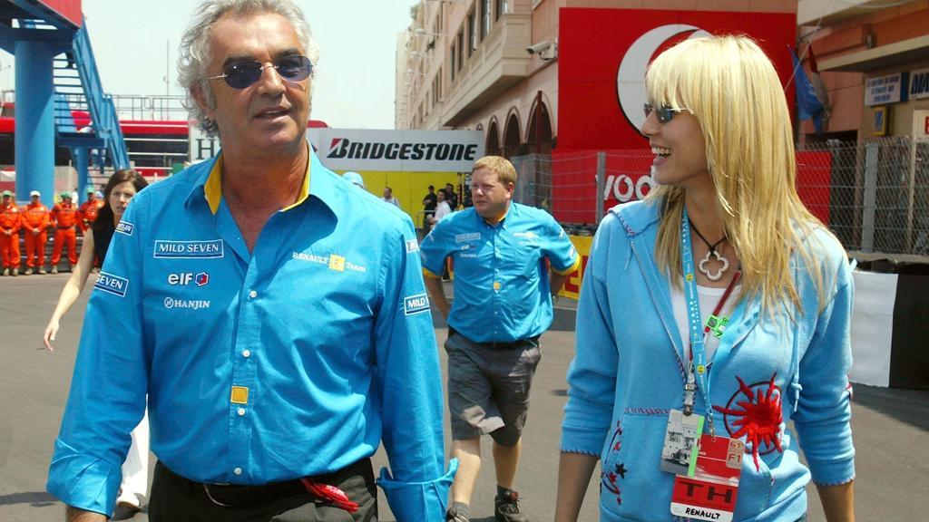 Heidi Klum und Formel 1-Chef Flavio Briatore im blauen Partnerlook beim Grand Prix von Monaco, am 1. Juni 2003.