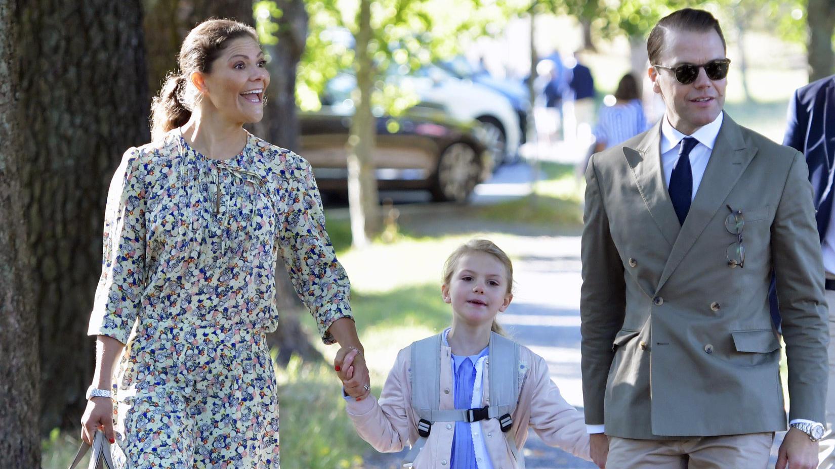 Auftritt mit Mama Victoria und Papa Daniel: Prinzessin Estelle stiehlt ihren Eltern die Show.