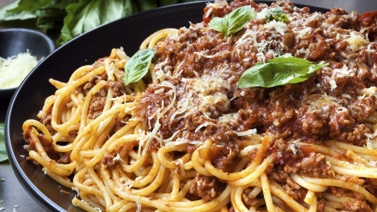 1 spaghetti-bolognese-rezept-bild original 16x9.jpg