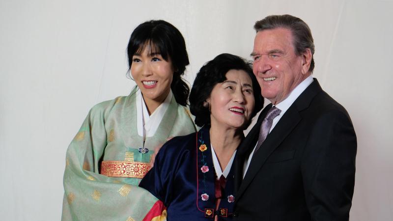 Altkanzler Schröder feiert Hochzeitsparty