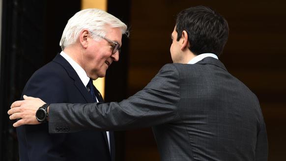 Alexis Tsipras, griechischer Regierungschef, und Bundespräsident Frank-Walter Steinmeier trafen sich bereits 2017 in Athen.