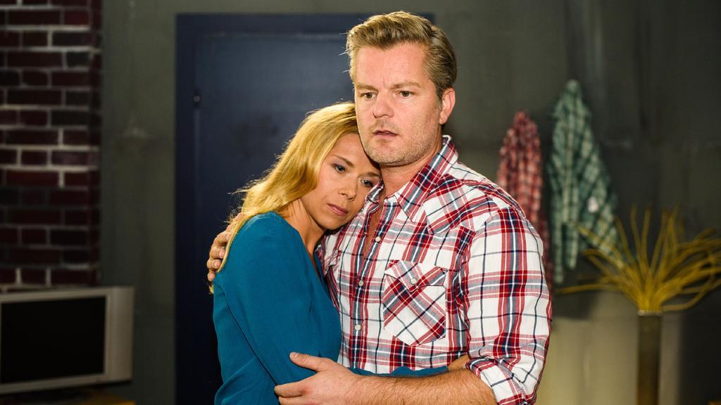 Ingo (André Dietz) will Dianas (Tanja Szewczenko) Traum von Las Vegas nicht zerstören und sagt überrumpelt zu. Doch glücklich ist er mit dieser Entscheidung nicht...