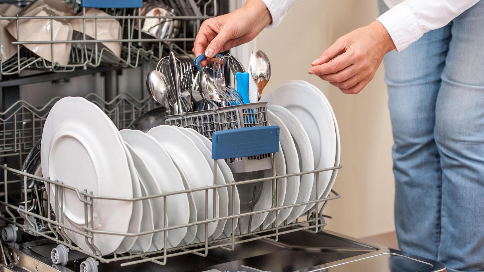 Bei fast allen Geschirrspülern wird's sauber - allerdings zu unterschiedlichen Kosten