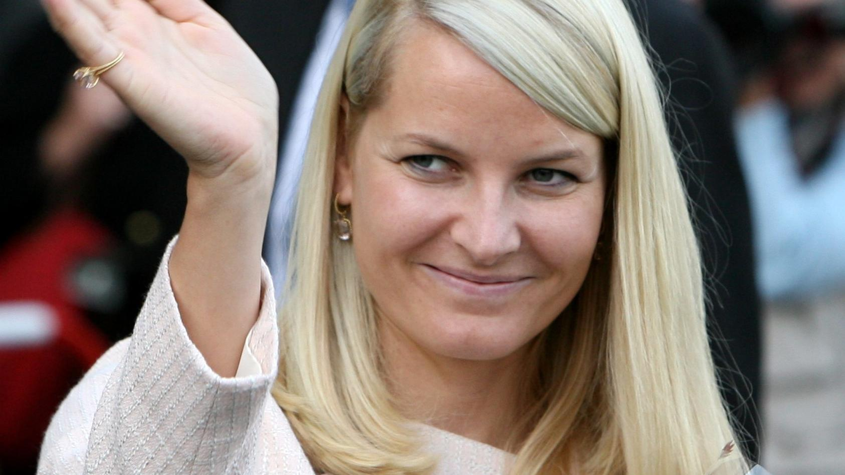 Norwegens Kronprinzessin Mette-Marit verletzte sich beim Skifahren.