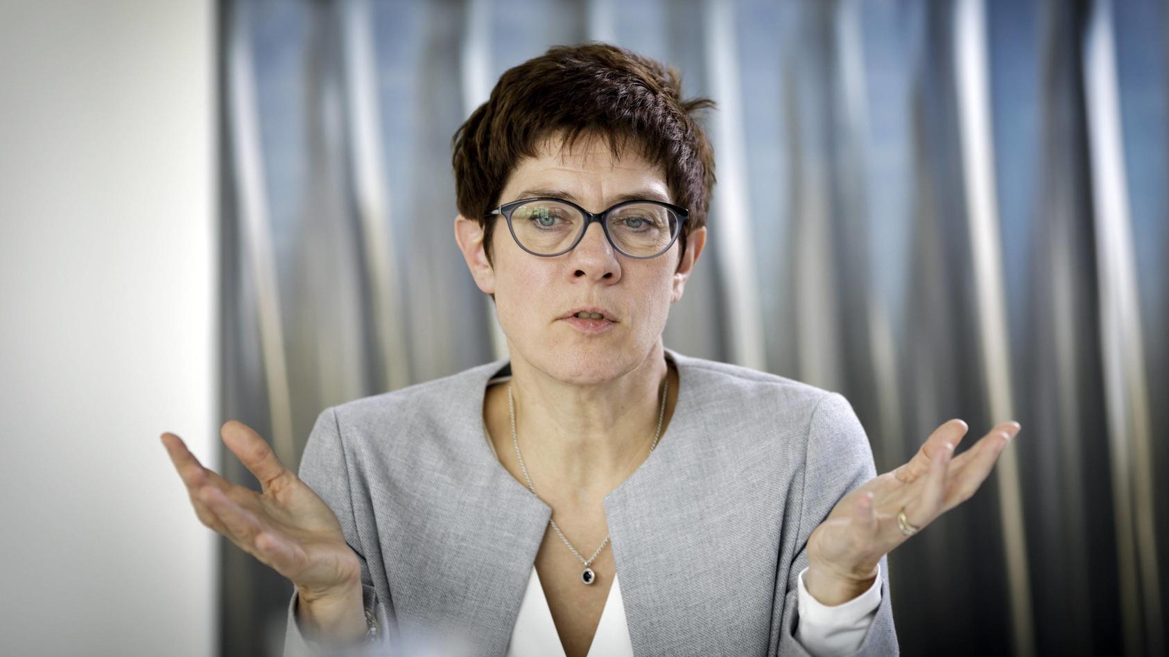 Annegret Kramp Karrenbauer will straffällige Asylbewerber künftig nicht mehr nach Europa lassen.