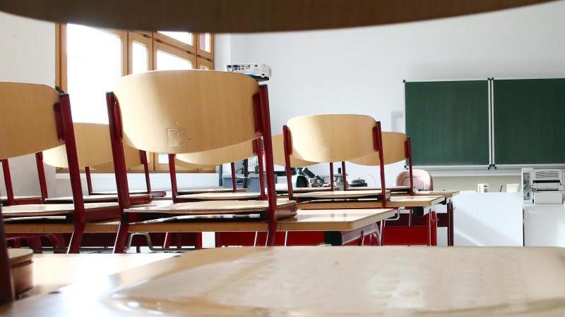 Ein leeres Klassenzimmer. Foto: Bodo Schackow/Archiv