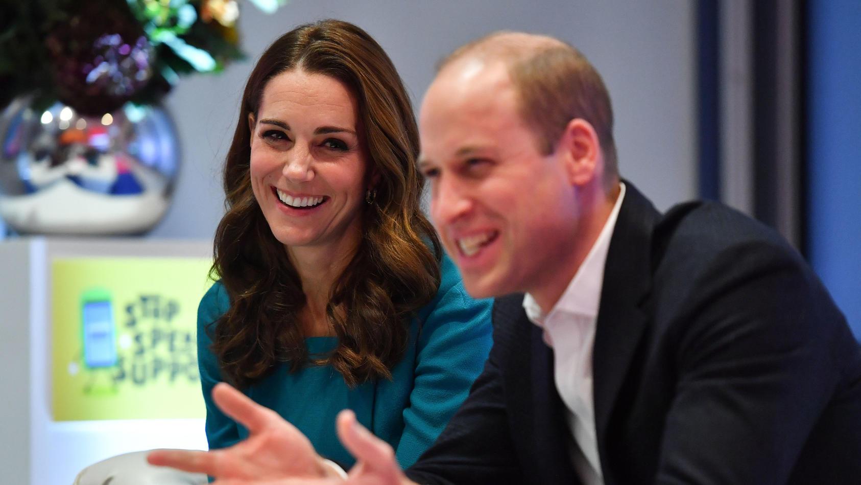 Herzogin Kate und Prinz William enthüllen noch nie zuvor gesehenes Foto von George, Charlotte und Louis