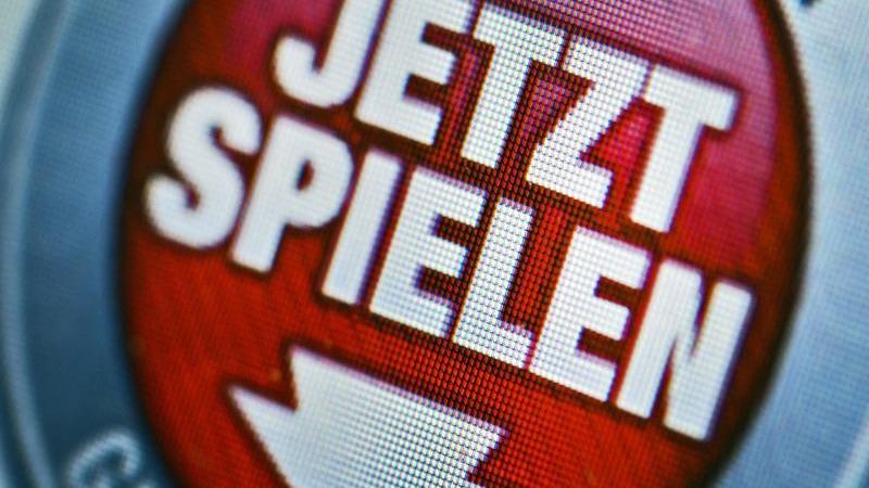 Im Internet wird für ein Online-Glücksspiel geworben. Foto: Arno Burgi/Archiv