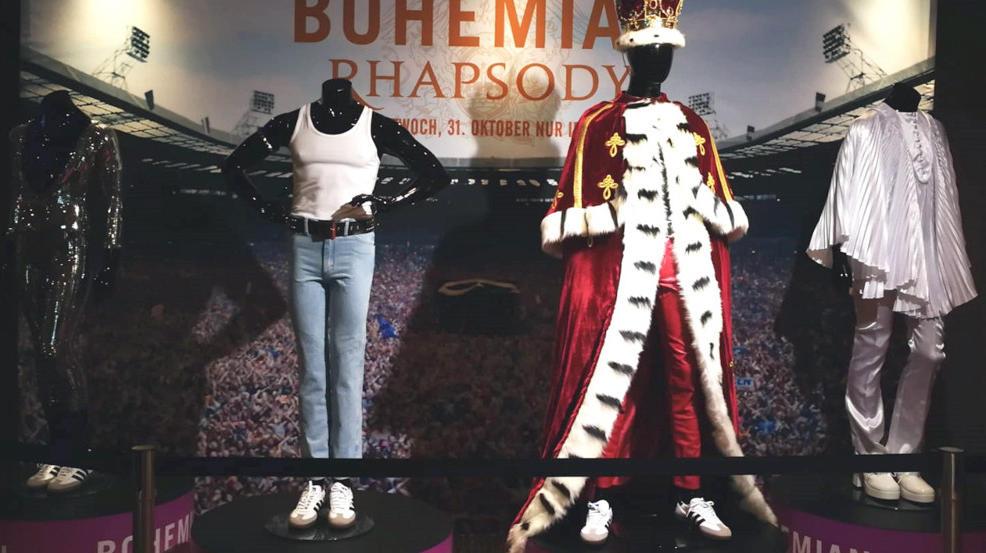 """Vier """"Bohemian Rhapsody""""-Kostüme ersteigern."""