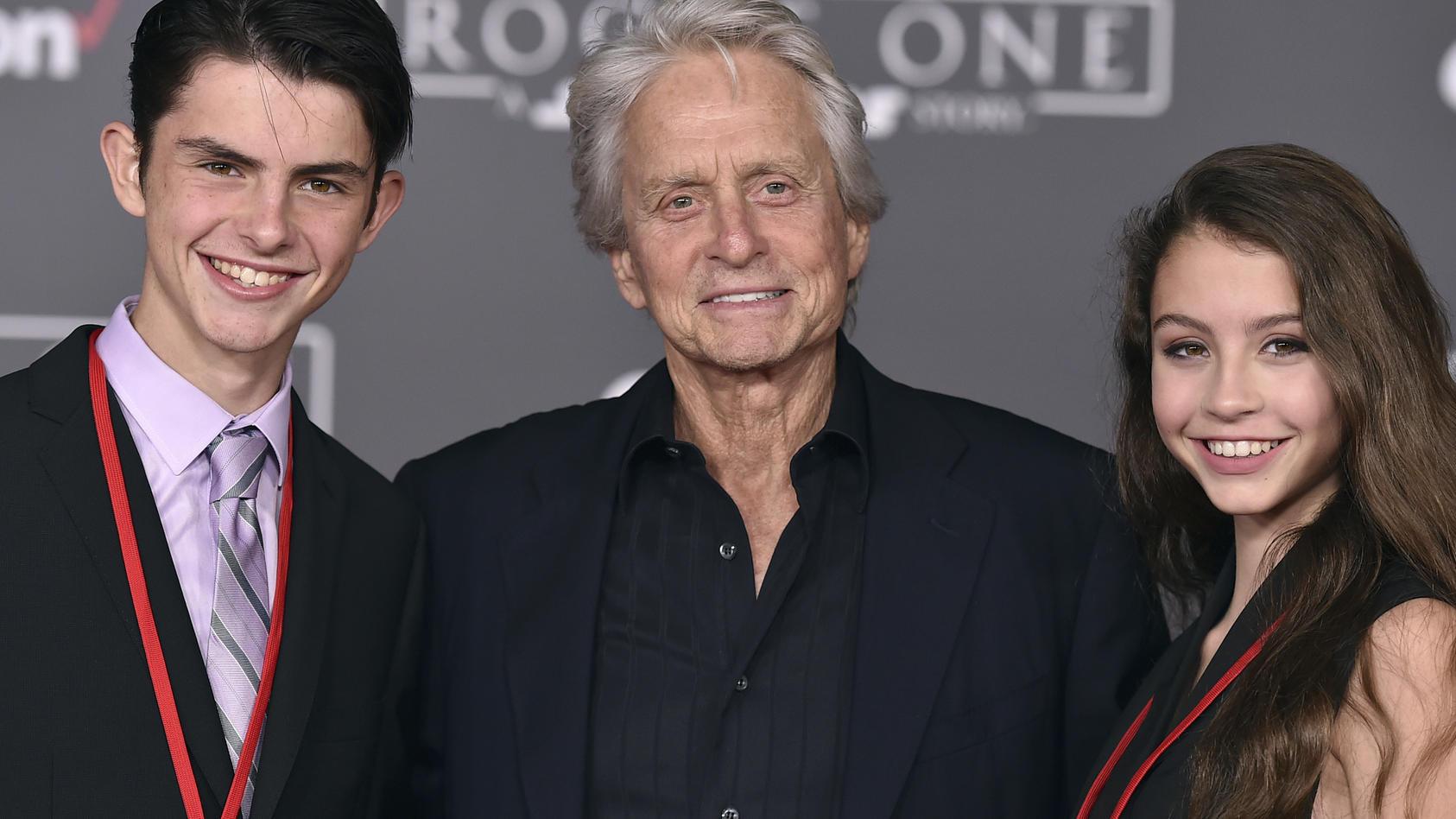 Michael Douglas mit seinen beiden Kindern Dylan und Carys