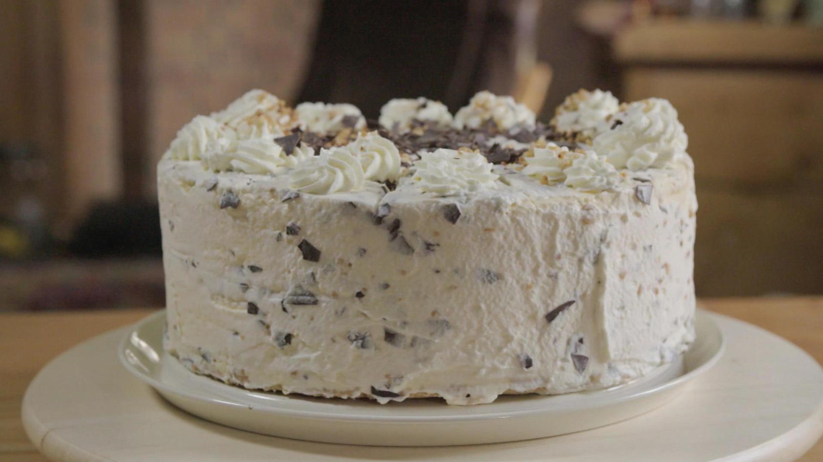 So backt man Gabrieles halbgefrorene Grillage-Torte nach.
