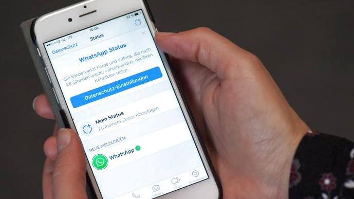 Mit diesem neuen WhatsApp-Feature kann man die Status-Nachrichten seiner Kontakte heimlich ansehen.