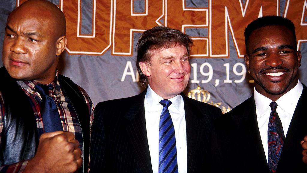Jan. 1, 2011 - L0812 SD1120.GEORGE FOREMAN,DONALD TRUMP, .AND EVANDER HOLYFIELD press conference PK Pressekonferenz AT THE GRAND HYAT. JOHN BARRETT/ 1990 FILE PUBLICATIONxINxGERxSUIxAUTxONLY - ZUMAg49_Jan 1 2011 l0812  George Foreman Donald Trump and