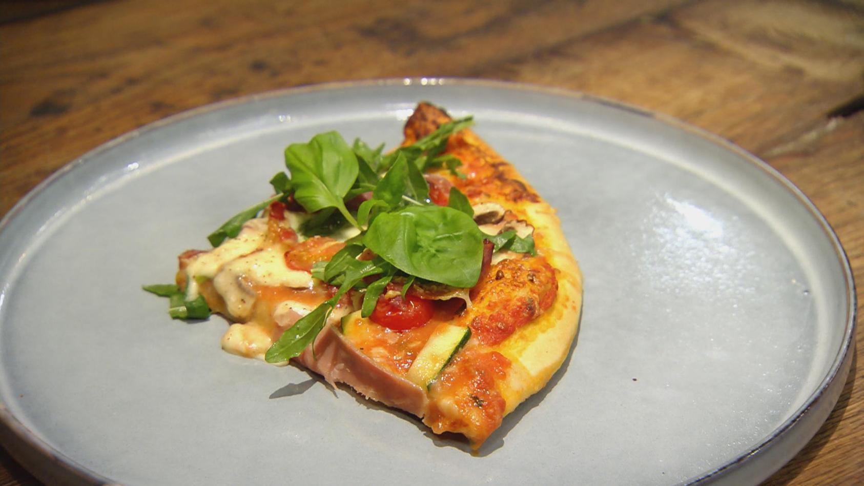 Einfach. Lecker. Italien!: Pizza mit Rauke und Schinken