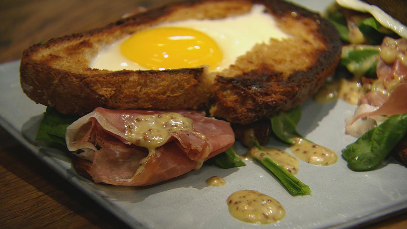 Lieblingsrezepte aus der Kindheit in neuem Gewand: Belegtes Spinat-Ei-Brot mit Schinken