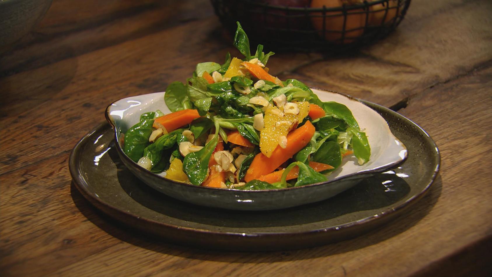 Lust auf Vegetarisch – Gemüse mal anders: In Orangensaft marinierte Möhren mit Feldsalat