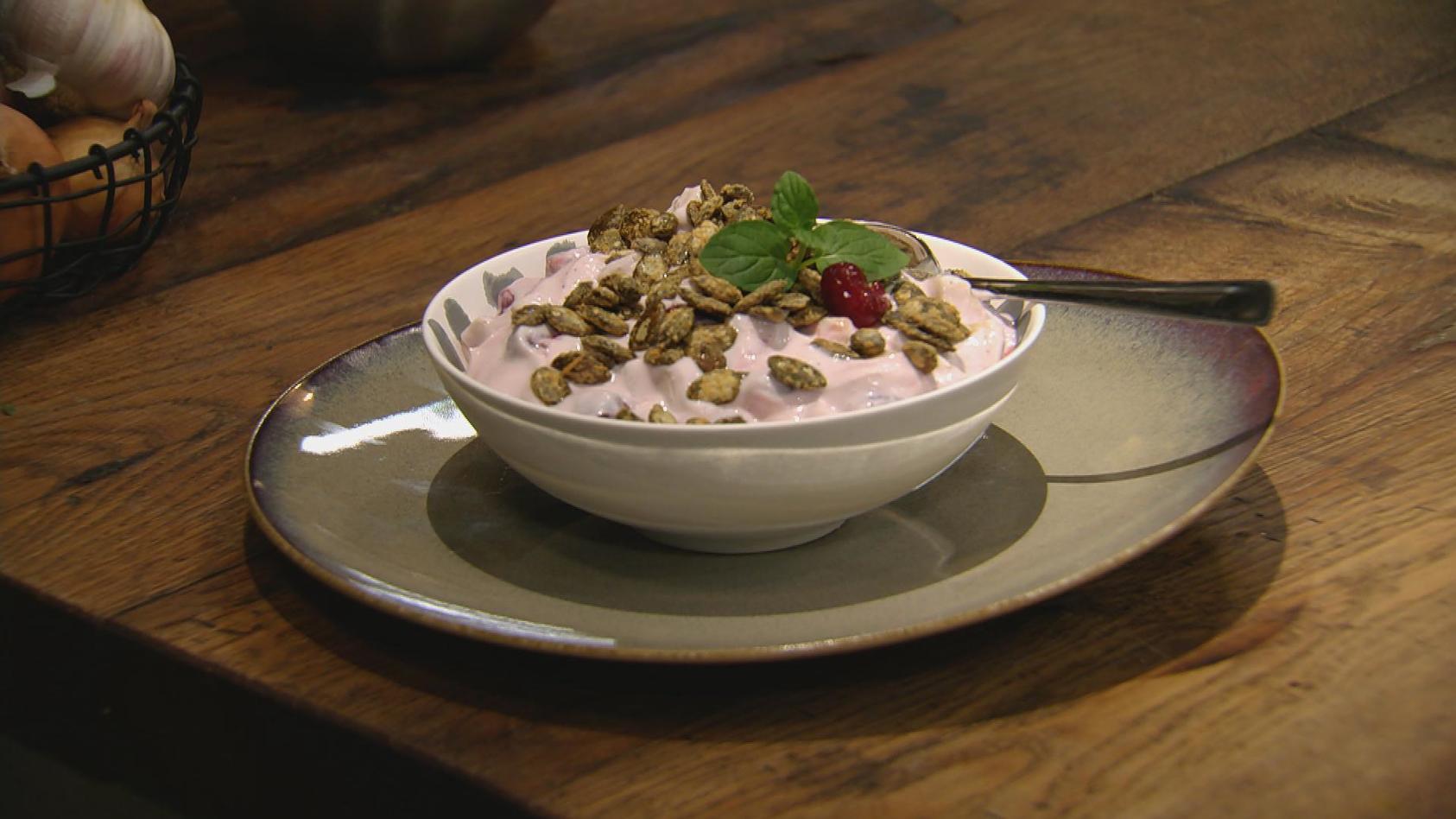 Lust auf Vegetarisch – Gemüse mal anders: KiBa-Quark mit karamellisierten Kürbiskernen