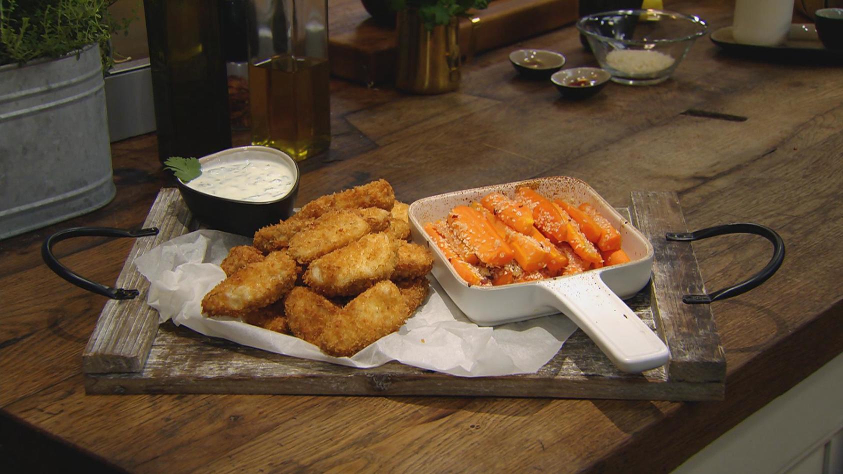 Weggesnackt! Heute gibt's Fingerfood: Fisch-Nuggets mit Sesammöhren und Dip