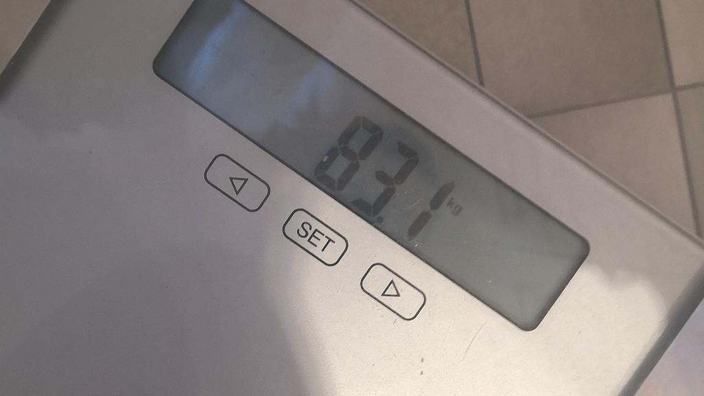 Stolze 83,1 Kilogramm zeigt mir meine böse Waage an.