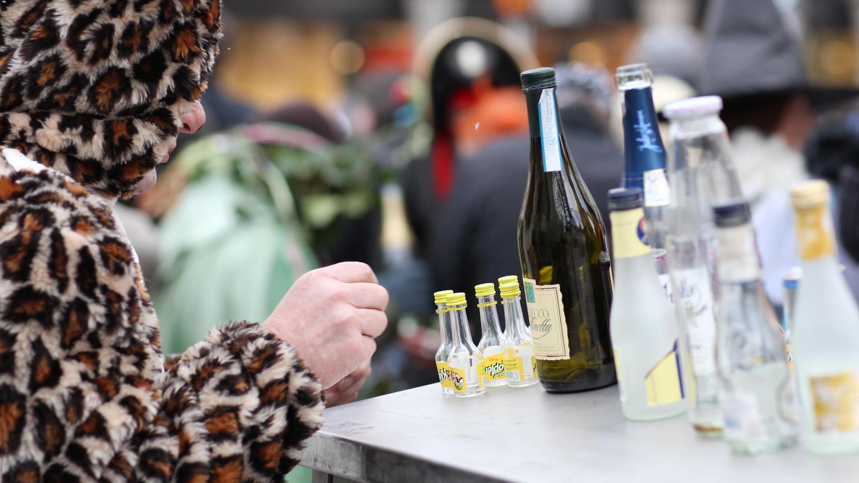 An Karneval wird oft viel durcheinandergetrunken - und der Kater am nächsten Tag lässt sich kaum vermeiden.