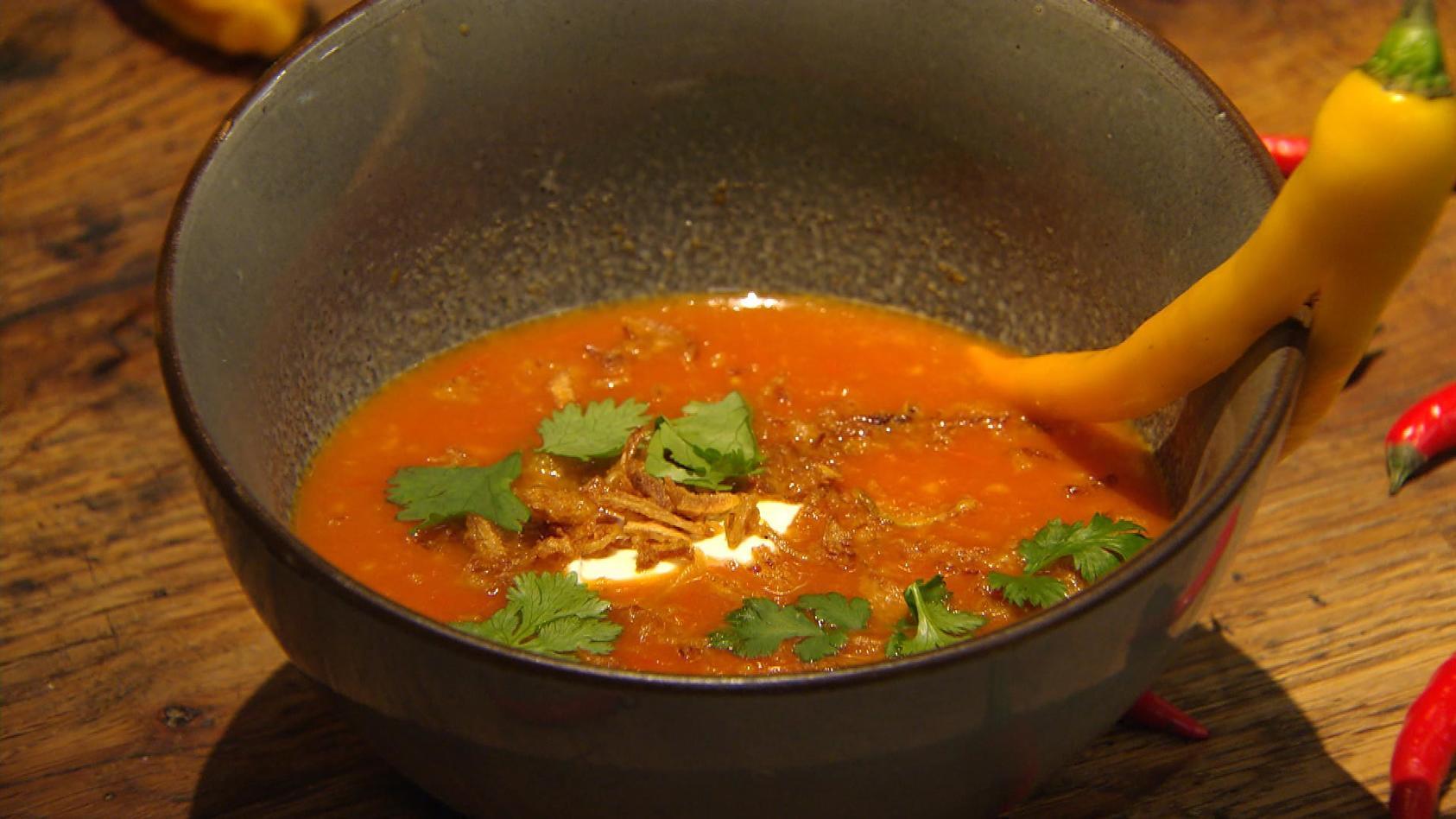Chili, Pfeffer, Ingwer – Scharfmacher für die Sinne: Scharfmachende Tomatensuppe