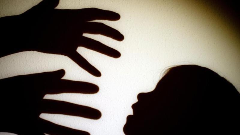 Jeder 7. Erwachsene in Deutschland hat sexuelle Gewalt in der Kindheit erfahren. Betroffene fühlen sich vom Staat im Stich gelassen.