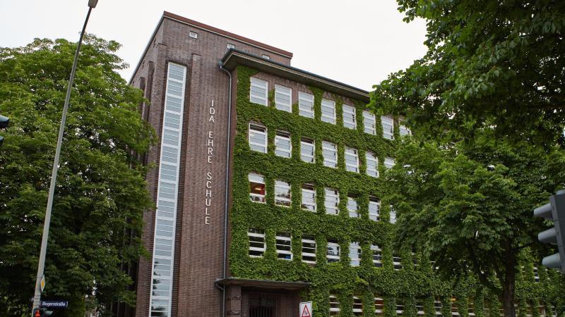 Außenansicht der Ida Ehre Schule in Hamburg.
