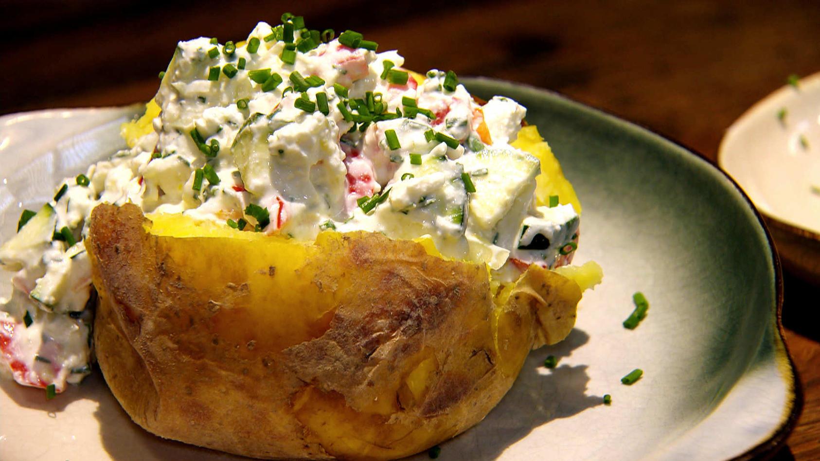 Rundum lecker – Mehr als nur Quark!: Ofenkartoffeln mit Quark-Dip