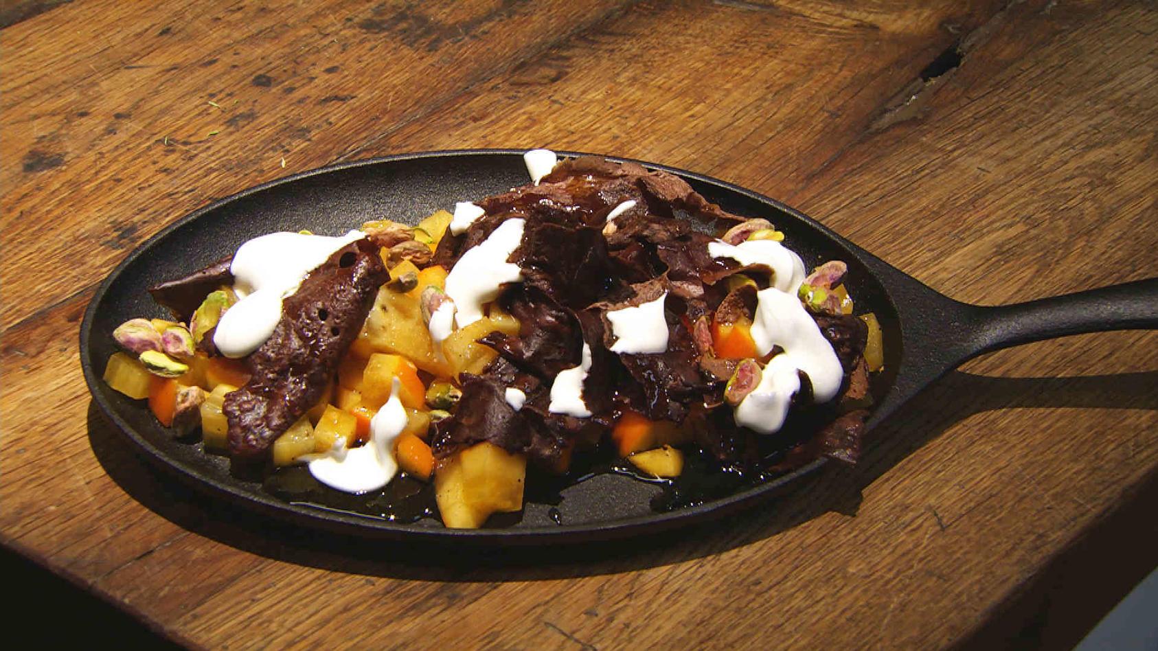 Lust auf Geschnetzeltes? Leckeres aus der Pfanne: Schoko-Crêpes mit Kaki-Salat