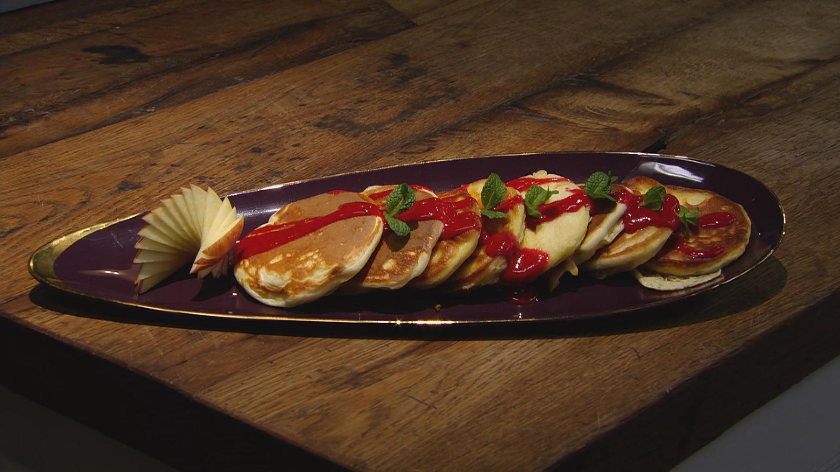Gut vorzubereiten, gut zu verdoppeln: Apfel-Pancakes mit Himbeersauce