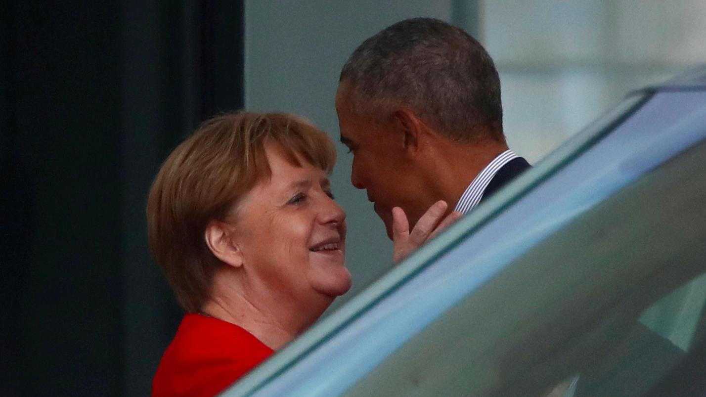 bussi-bussi-fur-den-ex-obama-und-merkel-kommen-sich-ganz-nahe