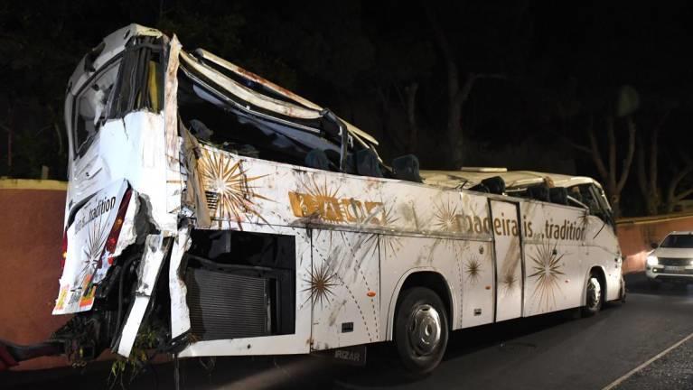 Der Bus nach dem Unglück auf Madeira in der Gemeinde Caniço mit vielen deutschen Opfern.