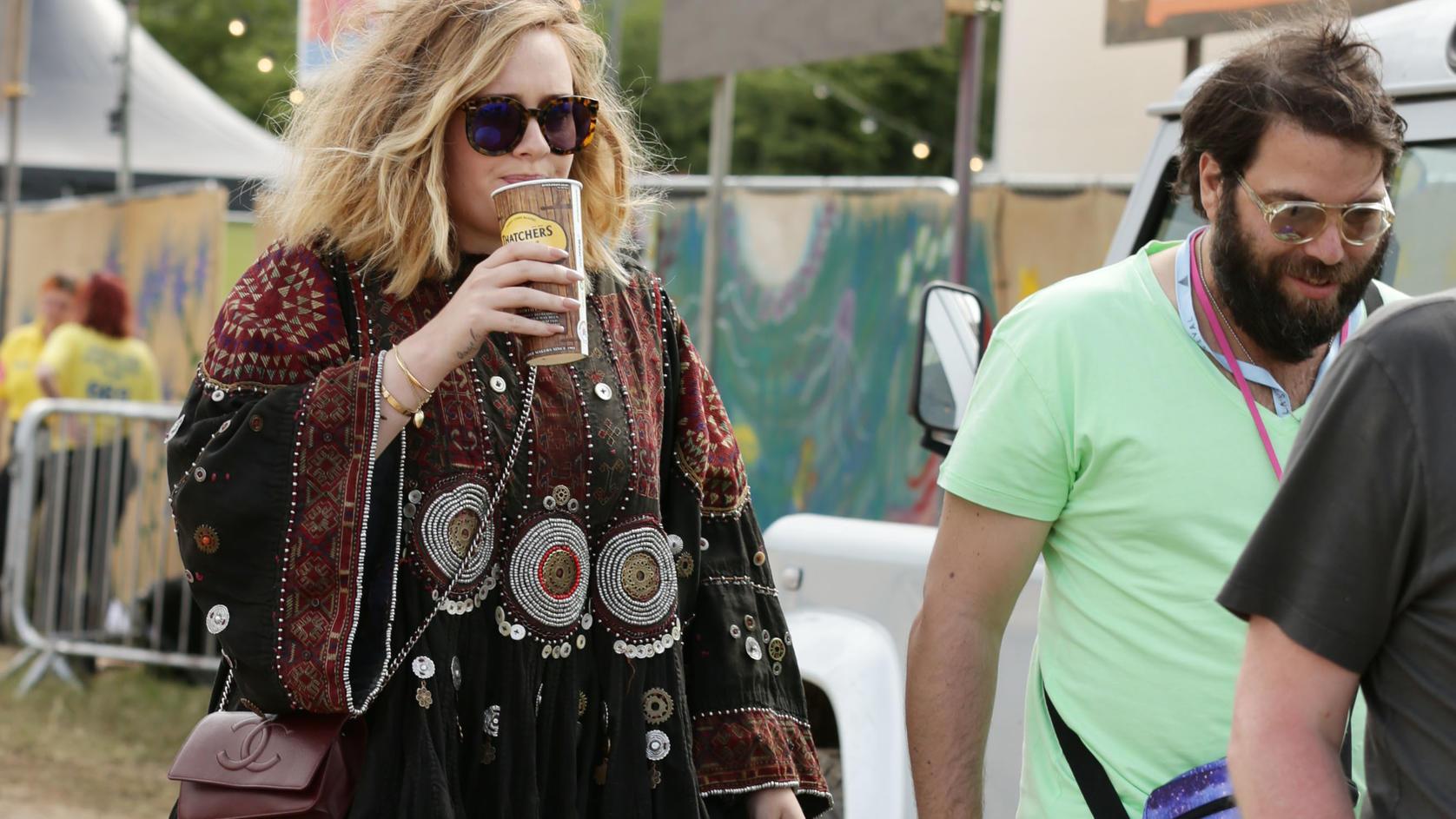 Adele mit Ehemann Simon Konecki 2015 beim Glastonbury Festival.