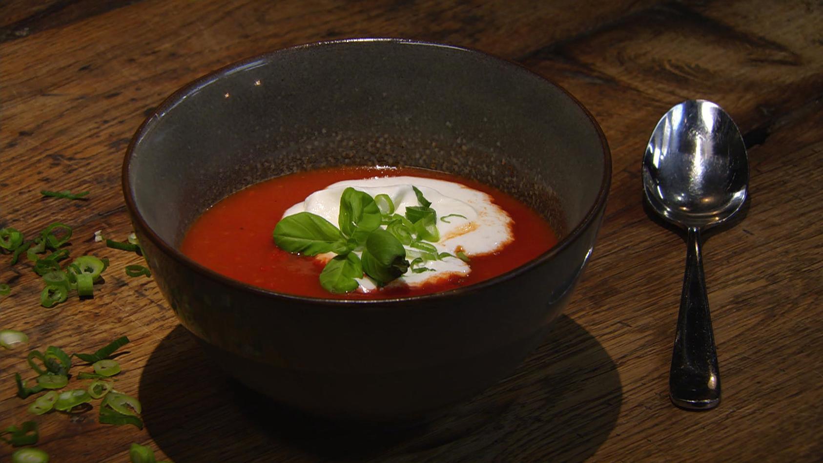 Aber bitte mit Schuss!: Tomatensuppe mit Gin-Sahne
