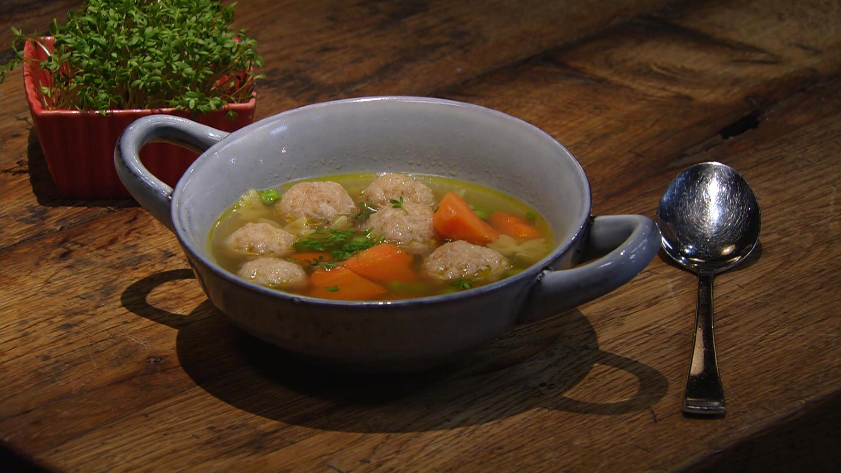 Komm, wir essen Knödel!: Nudelsuppe mit Mini-Fleischknödel