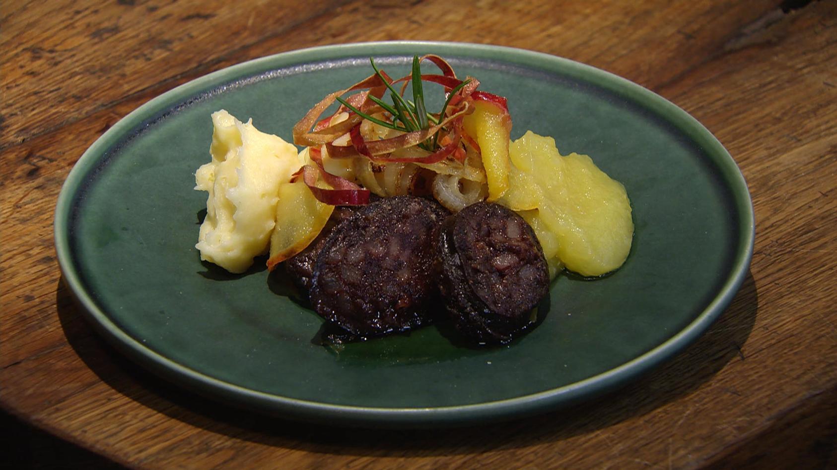 Deftig und lecker – Gerichte mit Tradition: Gebratene Blutwurst mit Apfelmus