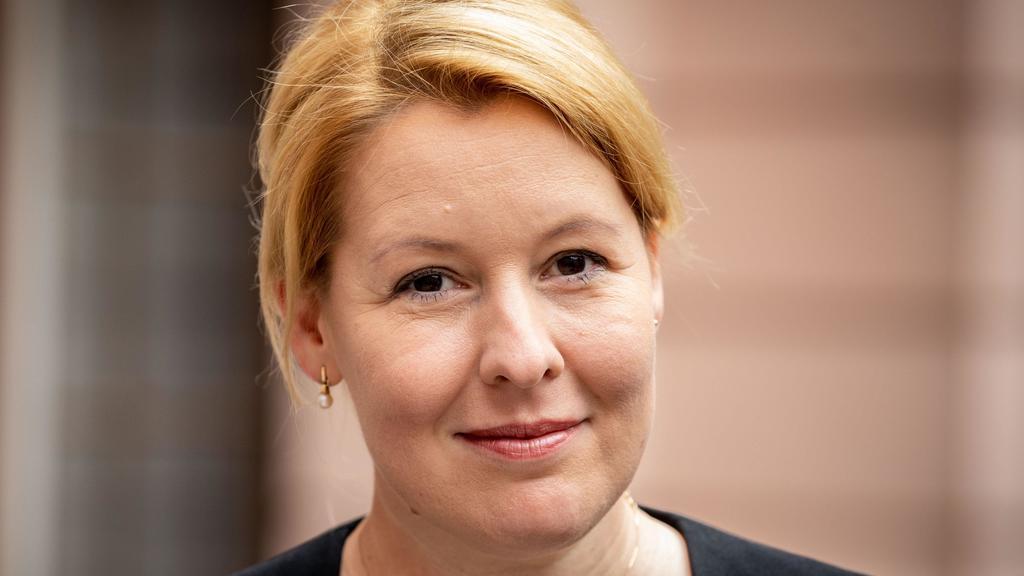 20.06.2019, Berlin: Franziska Giffey (SPD), Bundesministerin für Familie, Senioren, Frauen und Jugend, nimmt an der Gedenkstunde zum Gedenktag für die Opfer von Flucht und Vertreibung teil. Seit 2015 wird jährlich am 20. Juni an die Opfer von Flucht