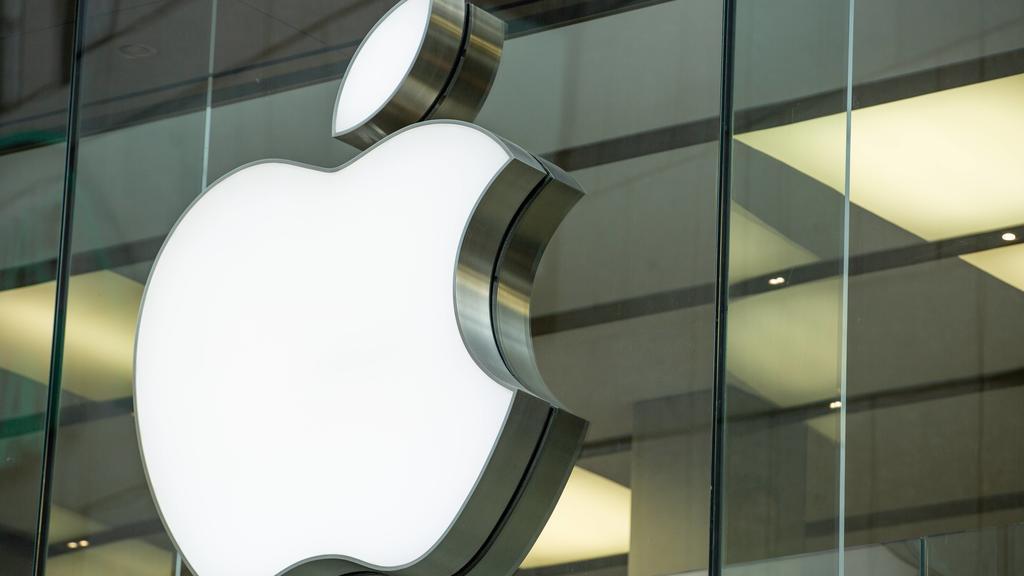Laden, Ein Geschäft von Apple ist in der Münchner Fußgängerzone zu sehen. München Bayern Deutschland Fußgängerzone *** Shop A shop of Apple can be seen in the Munich pedestrian zone Munich Bavaria Germany pedestrian zone