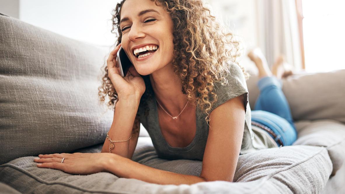 Wer ohne Angst vor Strahlung mit dem Smartphone telefonieren möchte, sollte den SAR-Wert des Handys checken.