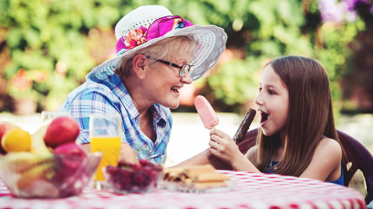 Bei Oma und Opa dürfen Kinder oft mehr, als bei den eigenen Eltern.