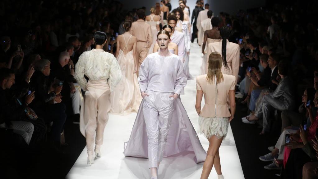Flieder und Apricot bei der Michael Michalsky Show zur Berlin Fashion Week.