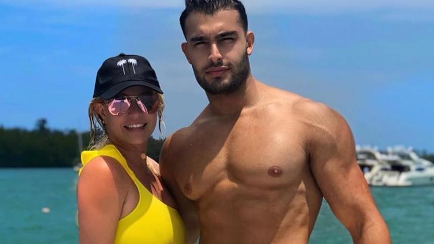 Nichts dran an den Trennungsgerüchten: Britney Spears bleibt weiterhin bei Muskelprotz Sam Asghari.